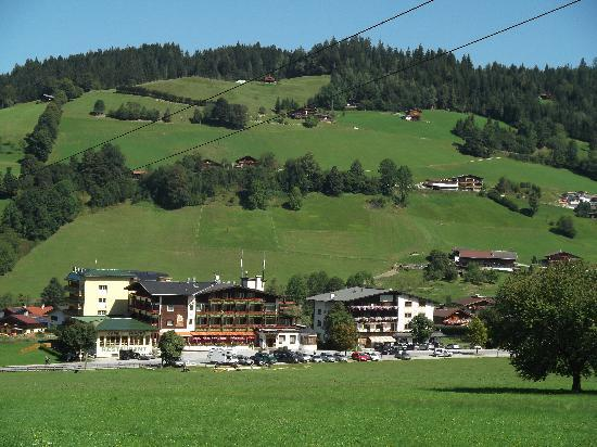 Harmony-Hotel Harfenwirt: View of the hotel from the mountain