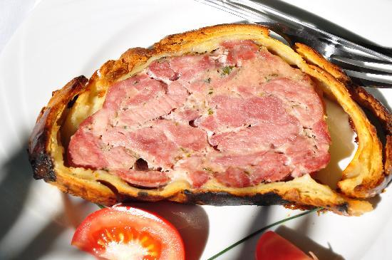 Caveau Morakopf : Pate en Croute (marinated veal and pork pieces in pastry)