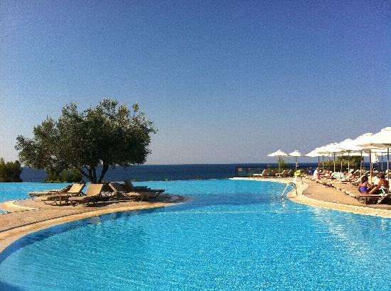 Ikos Oceania: the main pool which is fantastic