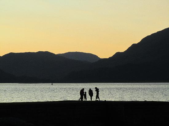Holly Tree Hotel & Swimming Pool: Sunset over Loch Linnhe from the hotel