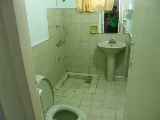 Grand Tourist Holiday Resort: This bathroom would be best cleaned with a bulldozer