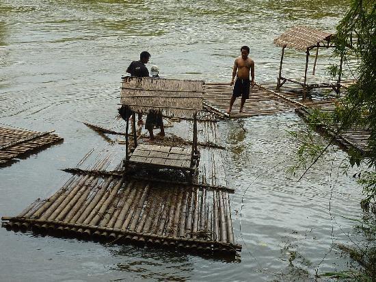 Pung-Waan Resort: rafting on the river
