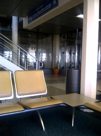 Sandy Lane Hotel: Airport departure area near Exec Lounge (see message on seat)!