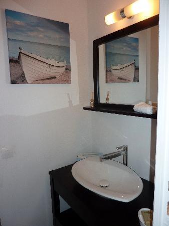 La Maison Des Capucines : Chambre Victor, bathroom