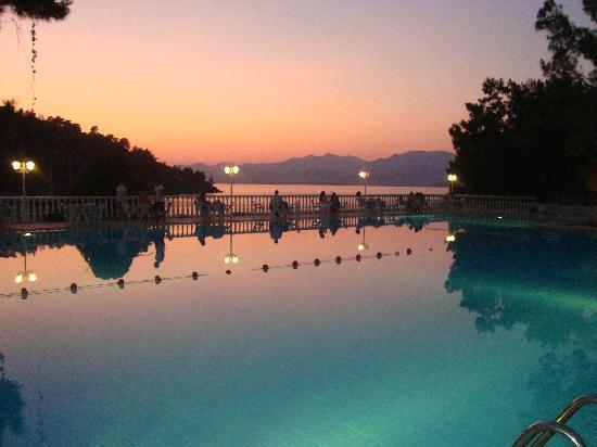 Letoonia Club & Hotel : Pool in the evening