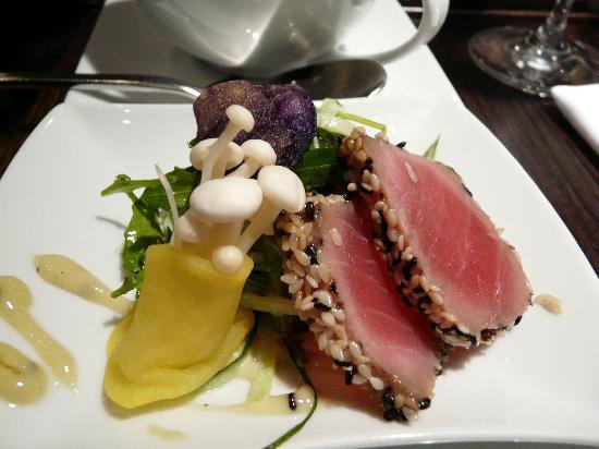 V Zátiší: tuna sashimi
