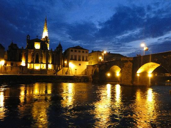 Limoux... night views of the Pont Neuf and Eglise