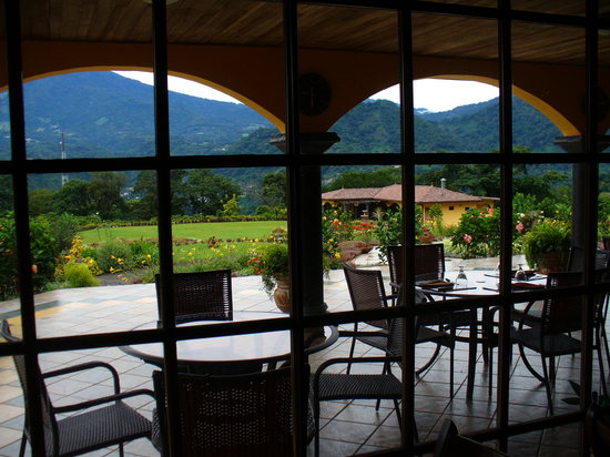 Los Establos Boutique Hotel: View from breakfast room at Los Etablos