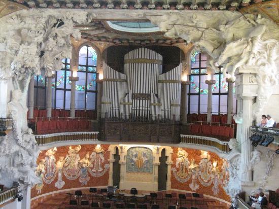 Palais de la Musique Catalane (Palau de la Musica Catalana) : 奏者を見守る彫刻達 ぜひ、演奏を聴いてください。