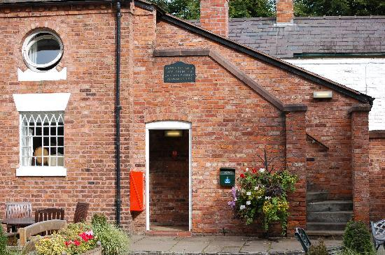 The Swan Tarporley: round window was room 22--in the coach house
