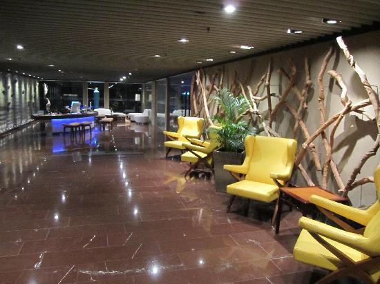 โรงแรมจีทาวเวอร์: Hotel Recep