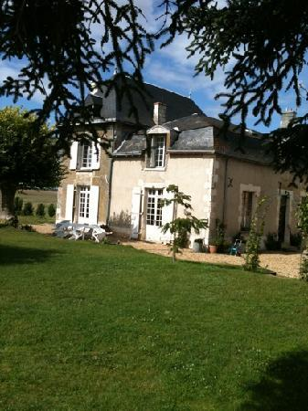 La Guertiere Chambres D'hotes: looking towards the house from the swimming pool