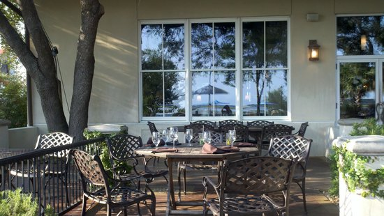 Saltus River Grill: view of the restaurant from the patio