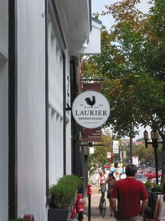 Laurier 1936: entrée du resto