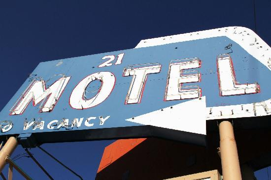 Sign of Motel 21