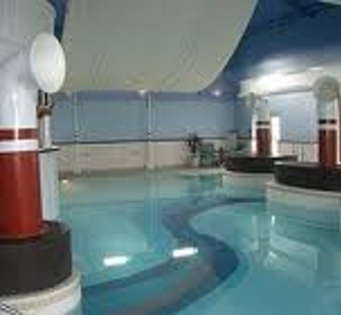 Alton Towers Spa: Dodgy nautical themed chlorine fest