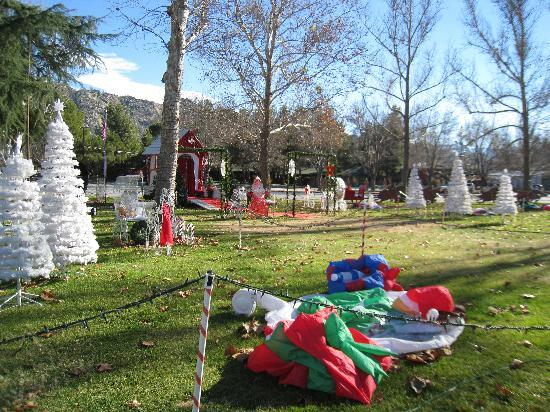 Rivernook Campground: Christmas Set up in Town...during the day