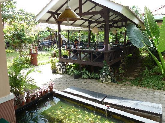 Restaurant Taman Pringsewu: Recht angenehmes Ambiente im Freien
