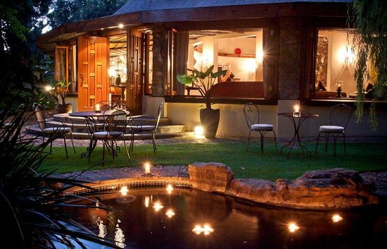 Idwala Boutique Hotel Johannesburg: Main House Idwala at night