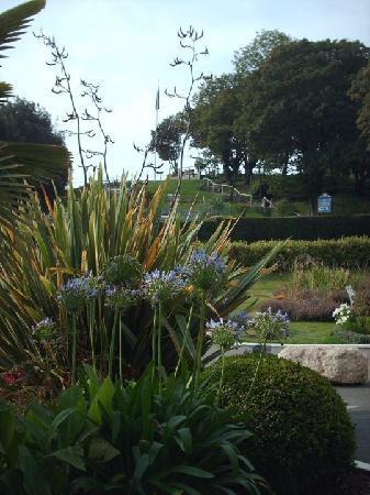 The Royal Hotel: beautiful gardens