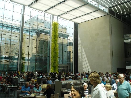 พิพิธภัณฑ์วิจิตรศิลป์: New american cafe