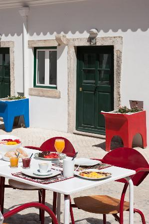 Casa do Patio by Shiadu: Breakfast ouside!