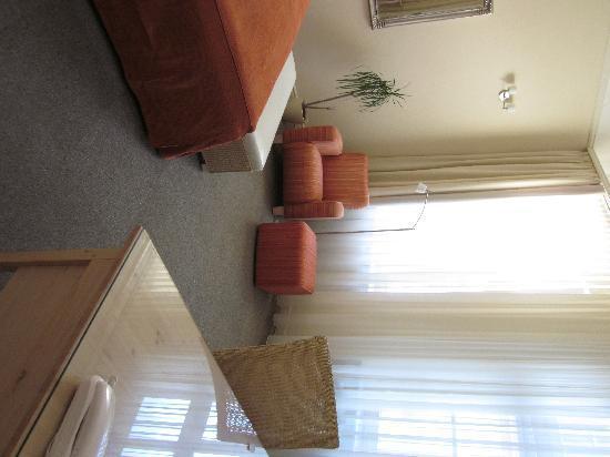 Unitas Hotel: spacious bath, spotless