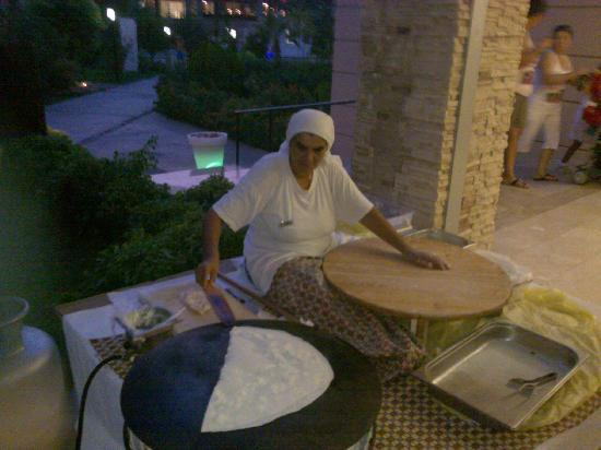 Armas Labada Hotel : Turkish women cooking at dinner out side the main restaurant