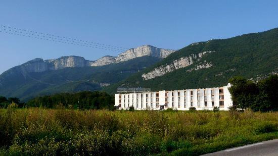 Hotel Novotel Grenoble Nord Voreppe : Nature et montagnes : côté Vercors