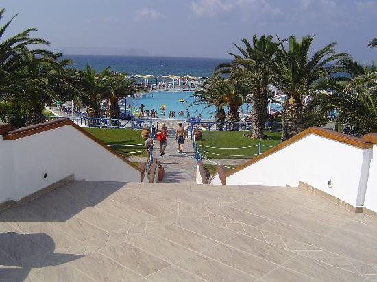 Mitsis Rinela Beach Resort & Spa: Steps to pool