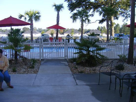 Best Western Plus Valdosta Hotel & Suites: walk way