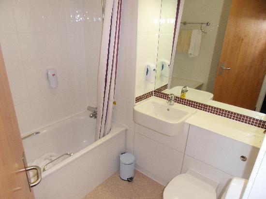 Premier Inn Exeter Central St Davids Hotel: Lovely clean bathroom