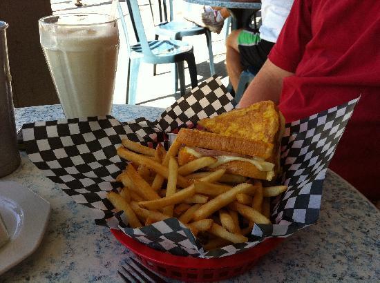 Cafe Planet Java 50s: Monte Cristo Sandwich