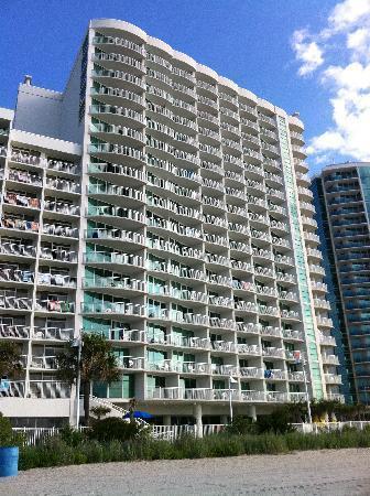 Sandy Beach Resort: Hotel from the Beach