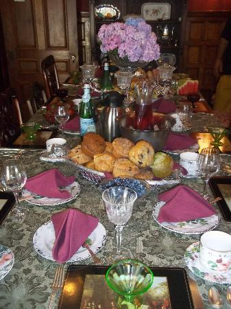 Sarah Kendall House: the amazing feast youll enjoy every morning of your visit