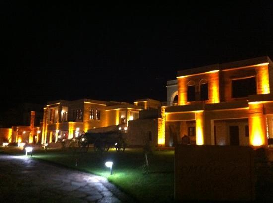 MDC Hotel: Hotel by night
