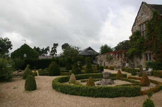 Harthill Hall Holiday Cottages: View towards Manners from garden of Harthill Hall