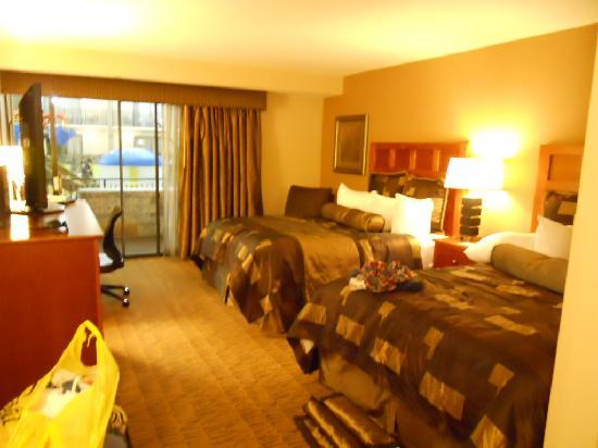 Poolside Hotel Rooms Bloomington Mn