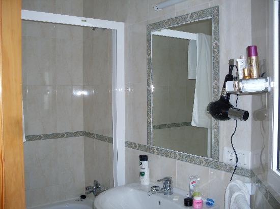 Hostal Andalucia: bathroom