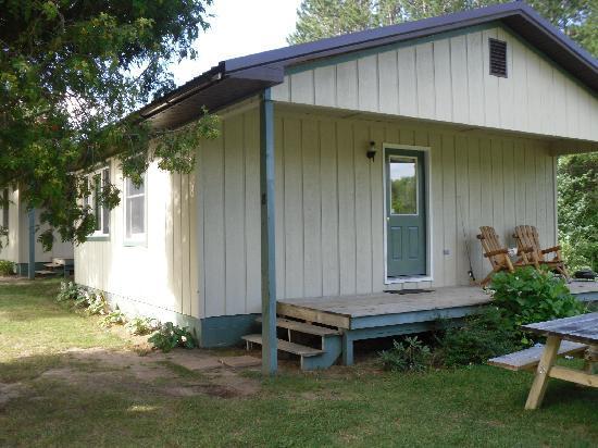 Halfway Lake Cottages: Cabin 8