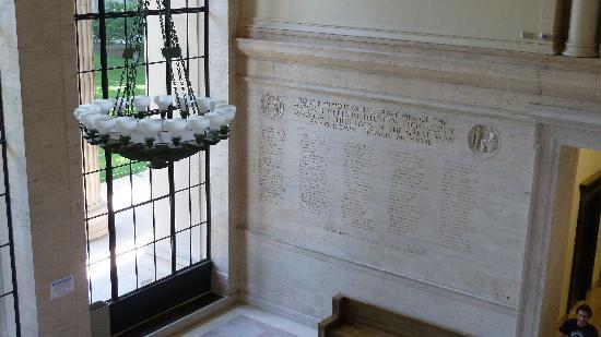 Massachusetts Institute of Technology (MIT) : war  remembrance