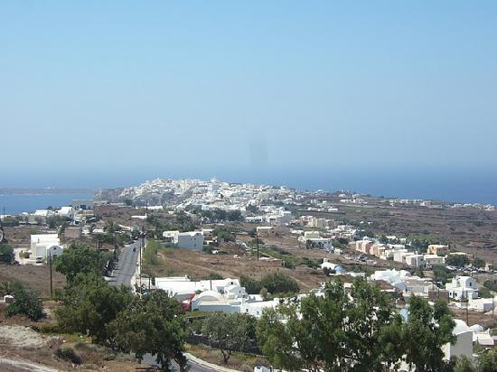 Panorama Apartments: View over Oia from the balcony