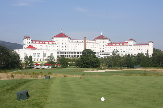 Omni Mount Washington Resort Bretton Woods Golf Course: The hotel always seems to be in view on most holes.