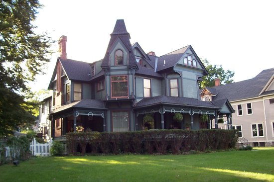 The Stuart Avenue Inn . . . pretty impressive curb appeal!