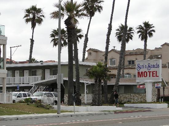 Sun 'n' Sands Motel: Sun 'n' Sands seen from the PCH.