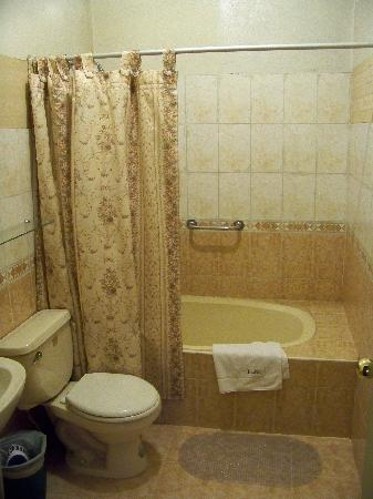 Suites Larco 656 : The bathroom in our suite.
