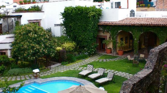 Belmond Casa de Sierra Nevada: Lovely gardens surround the pool