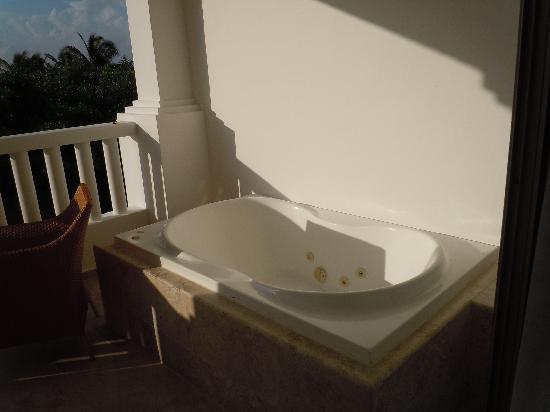 London Hotel Hot Tub Balcony