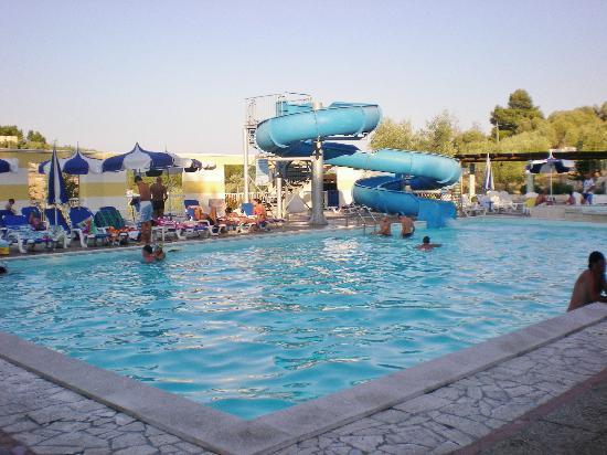 Piscina residence foto di villaggio porticello mare vieste tripadvisor - Residence puglia mare con piscina ...