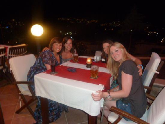Queen Boutique Hotel: Meeting friends in the bar